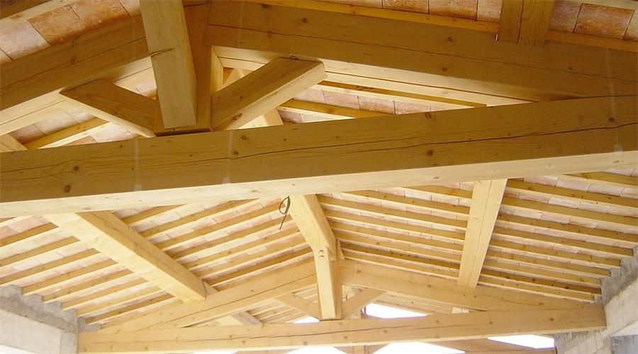 Protec toiture dans le golfe de saint tropez charpentes for Traitement bois de charpente