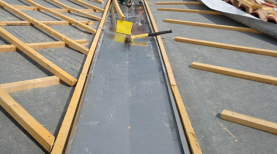 Protec toiture dans le golfe de saint tropez zinguerie - Noue en zinc ...