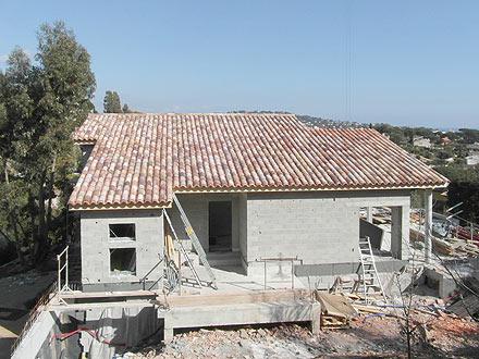 Construction toitures neuves toitures neuves golfe de saint tropez toiture tuiles canals for Tuiles vieillies